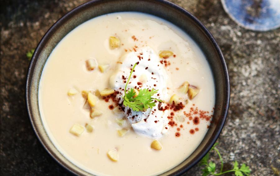 Velouté de Marrons du Périgord, crème café grillé, cacao et croûtons gourmands